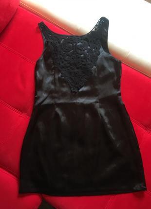 Маленькое чёрное платье must have коктейльное атласное с кружевом на спинке madam rage