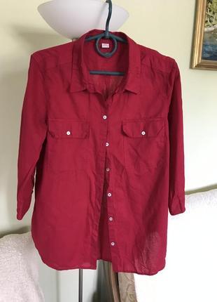 Хлопковая малиновая рубашка с накладными карманами