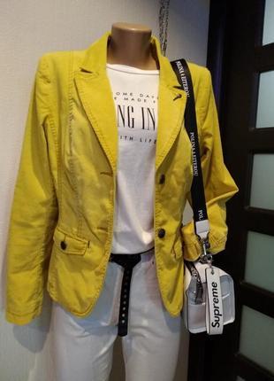 Крутой брэндовый пиджак жакет блейзер укороченный вельветовый очень стильный