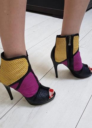 Кожаные ,классные летние туфли