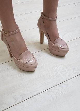Очень нарядные и красивые кожаные лакированые туфли