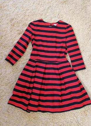 Яркое платье в красно-синюю полосу