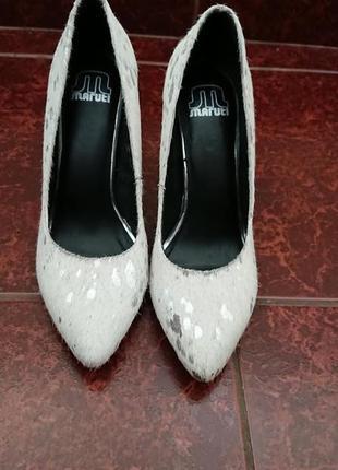 Трендовые фирменные туфли лодочки из меха пони maruti