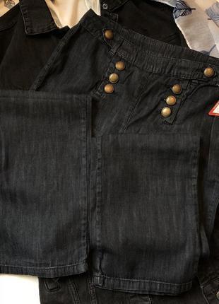 Новые джинсы прямого свободного кроя с пуговицами от kiabi pinko