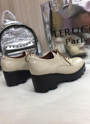 Удобные лаковые туфли2 фото