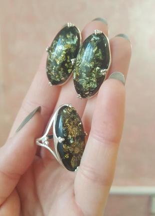 Изумительный серебряный набор 925 пробы с зеленым янтарем