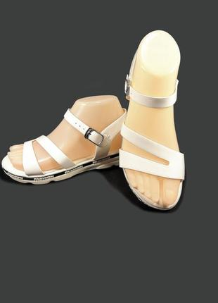 Босоножки сандалии женские на танкетке.