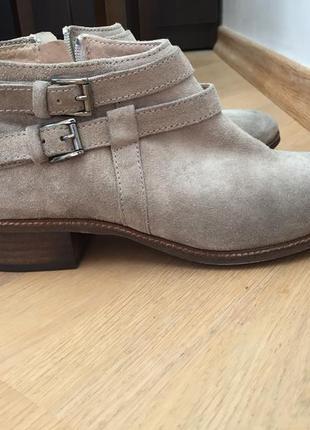 Ботинки замшевые бежевые taupe minelli1 фото