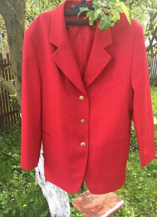 Крутезний червоний піджак