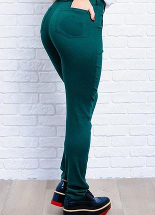 Изумрудные джинсы стрейч зеленые брюки