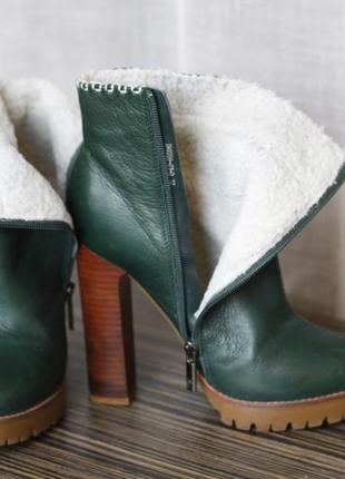 Полусапожки кожаные  зеленого цвета medea