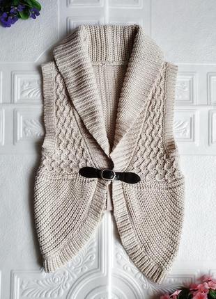 Вязанная жилетка