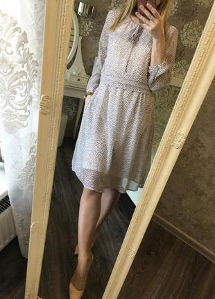 Нежное платье в горошек с карманами