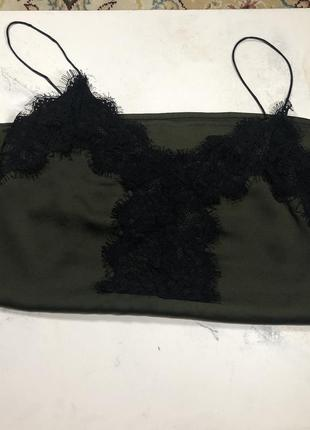 Топик цвета хаки в бельевом стиле
