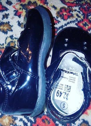 Туфли чёрные на девочку до 1 года