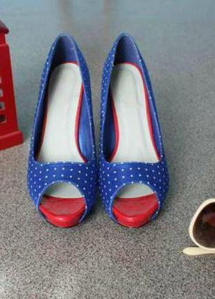 Яркие необычные туфли от английского бренда spot on