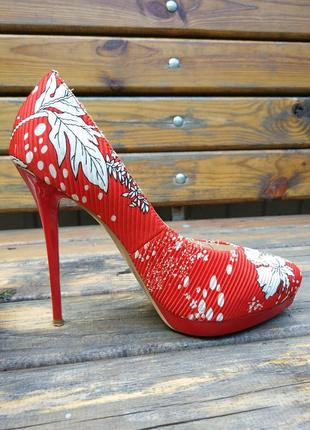 Туфлі на шпильці estrella в квітковий принт червоні з білими квітами