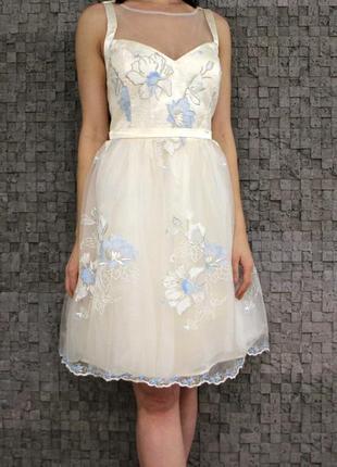 Красивое и нежное платье с вышивкой