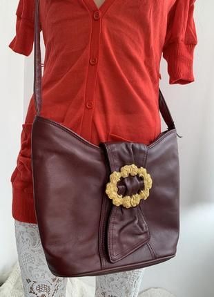 Кожаная сумка через плечо в винтажном стиле с золотой пряжкой