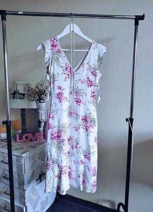 Необыкновенно нежное белое платье миди в цветочный принт.