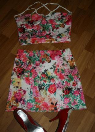 Стильный яркий летний костям 2-ка: топ и юбка, цветочный принт, джерси coton club