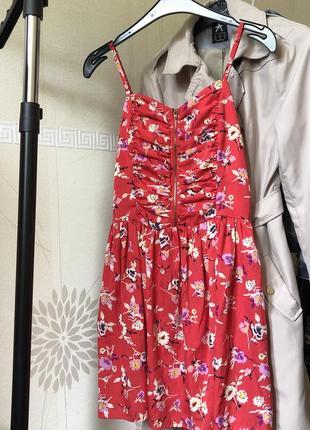 Платье бюстье летний сарафан малинового оттенка в цветочек на тонких бретельках и молнии