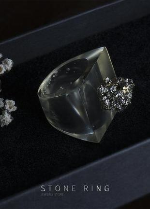 Эксклюзивное кольцо из ювелирной смолы и пирита
