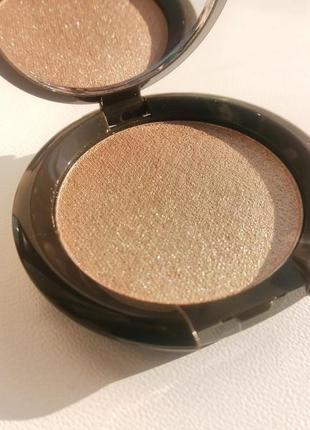 Золотистый хайлайтер becca shimmering skin perfector pressed opal
