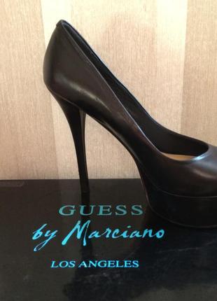 Кожаные туфли на высоком каблуке,guess by marciano.