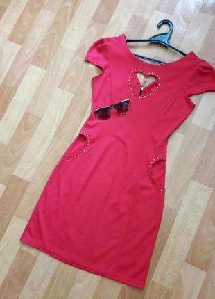 Шикарна коралова сукня з вирізом сердечком