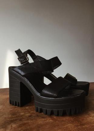 Босоножки/туфли летние с устойчивым толстым каблуком удобные