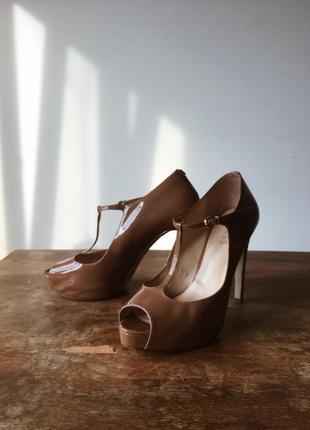 Туфли босоножки guess оригинал бежевые открытый носок стильные2 фото