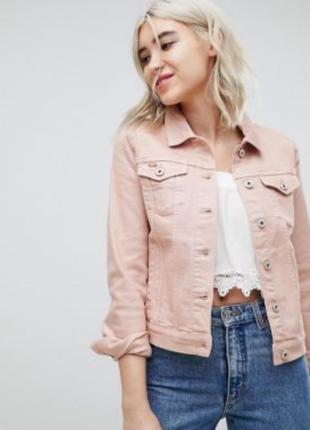 Крутая джинсовая куртка пудрового цвета