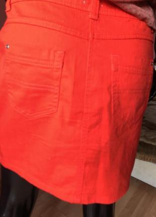 Джинсовая юбка, красная, размер 48-506 фото