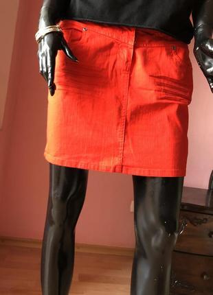 Джинсовая юбка, красная, размер 48-507 фото