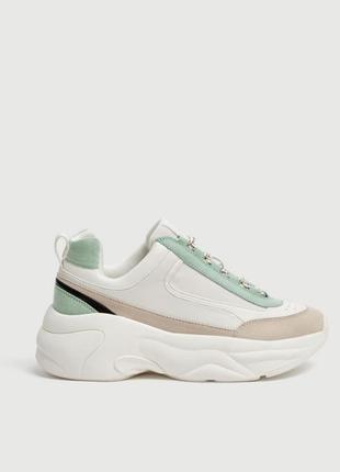 Новые крытые объемные кроссовки