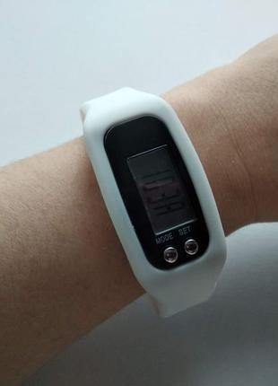 Цифровой часы-браслет для спорта