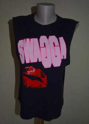Очень стильная брендовая футболка
