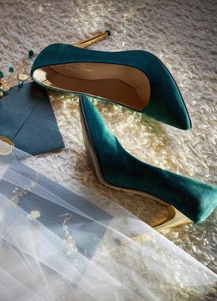 Темно зеленые женские туфли cristani