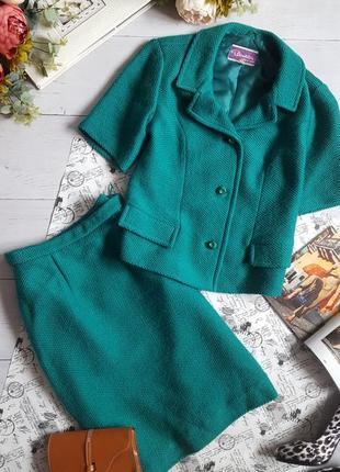 Шикарный костюм изумрудного цвета от  max kurt