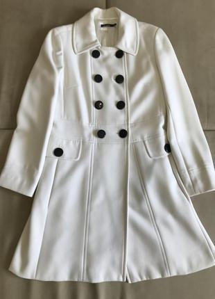Белое женское демисезонное пальто