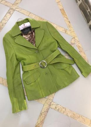 Кожа куртка очень крутая и модная