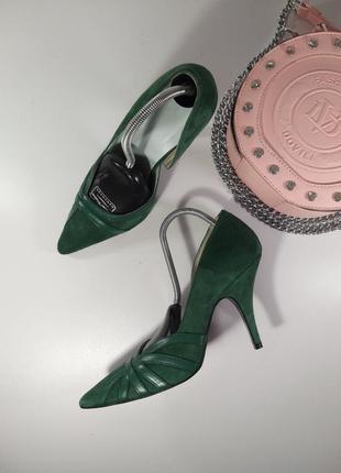 Шикарные зеленые замшевые туфли