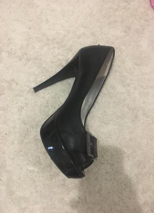 Туфлі на високому каблуці guess одівались 1-н раз