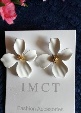 Серьги цветочки белые сережки цветочек