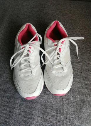 Беговые кроссовки demix.