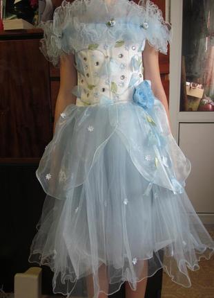 Красивое голубое пышное платье- корсет