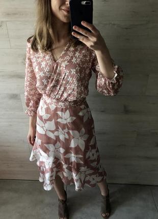 Очень красивое оригинальное платье на запах