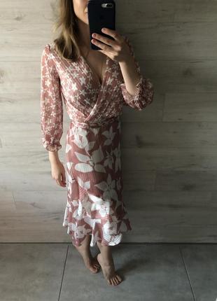 Очень красивое оригинальное платье на запах3 фото