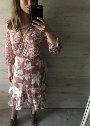 Очень красивое оригинальное платье на запах4 фото